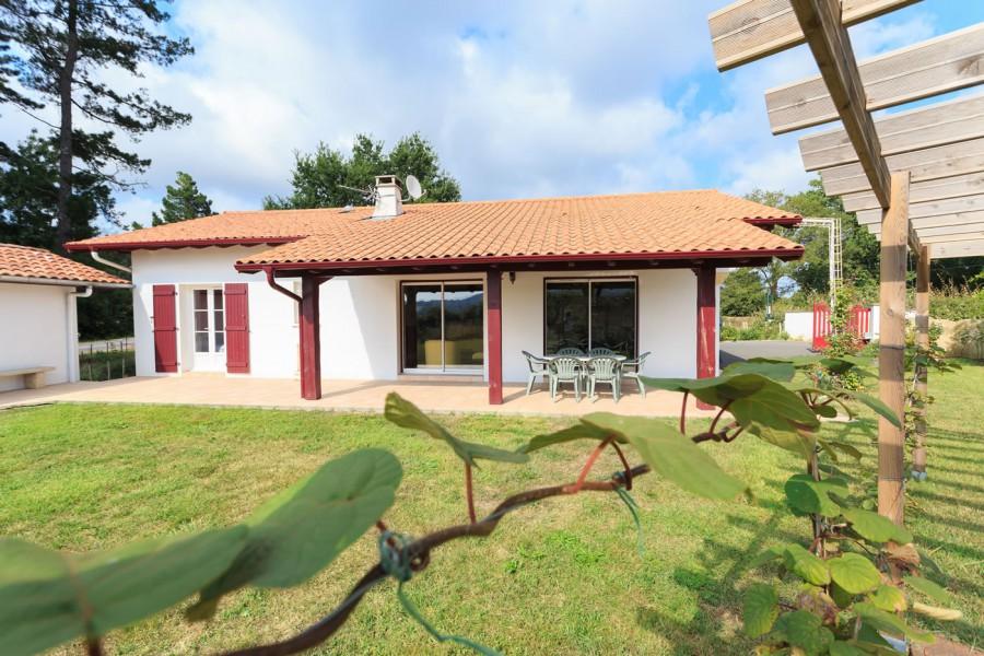 maisons traditionnelles pays basque landes constructeur maisons iguski. Black Bedroom Furniture Sets. Home Design Ideas
